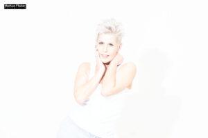 Best Ager Model Brigitta im Fotostudio