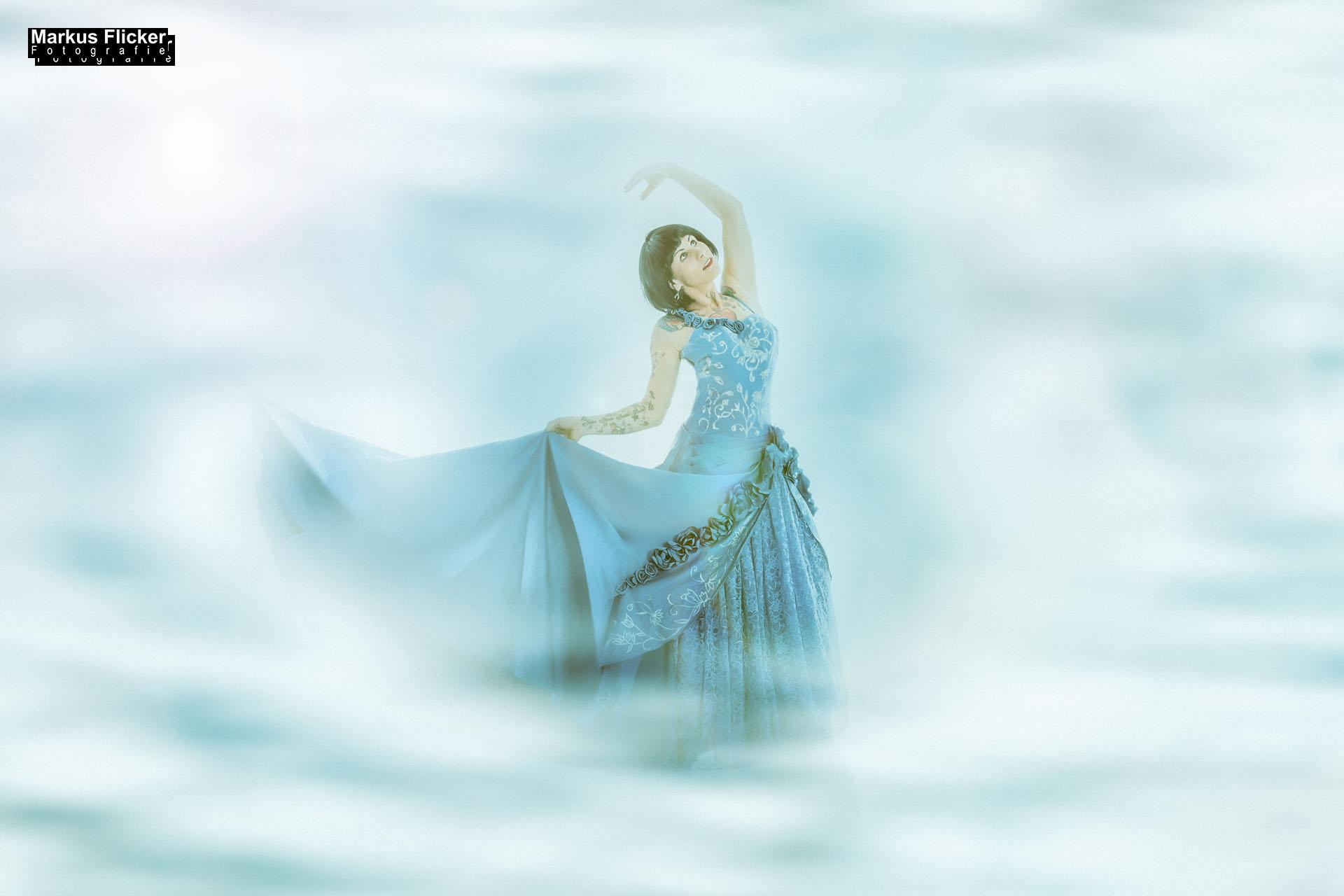 Das blaue Kleid mit Little Crazyinkedgirl Tattoomodel