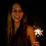 Model Laura mit Wunderkerze