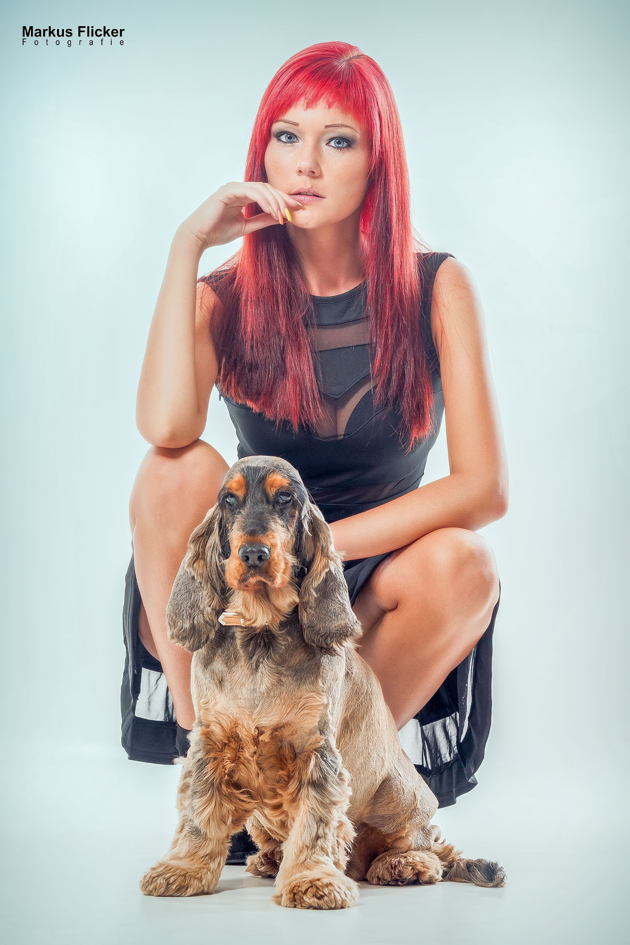 Model Bella Petz in Dessous und mit Hund