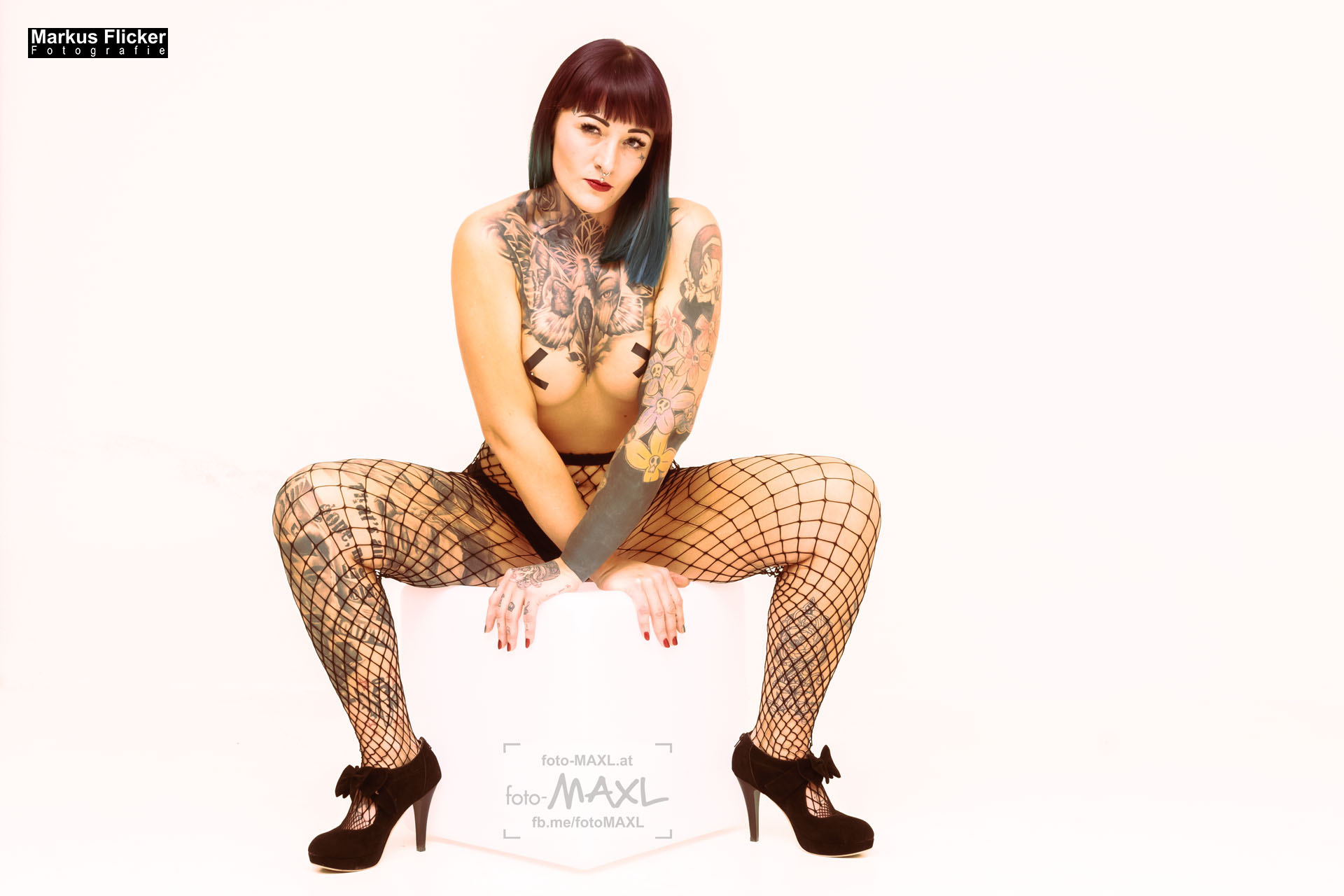 Würfel und Netzstrumpfhose mit Marietta